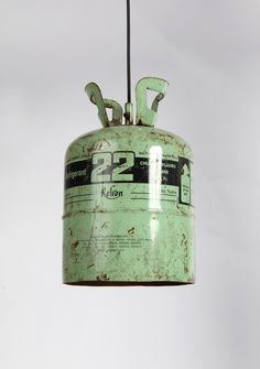 The starting point for the luminaire is the reuse. In a joyfull way, gas canisters from air conditioning are bought, restored and painted to gain a new function.ø24x37cmSteel with eletrostatic paint
