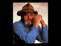 Overll, Don Williams has 17 number one singles on the Billboard. However, he has also placed 5 number two singles on the said chart. Old Country Music, Country Songs, Don Williams Music, John Cash, Big Band Leaders, Male Country Singers, Country Videos, Famous Singers, Music People