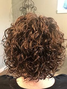 A New Dawn PDX–Dawn Lewis, Curls, Perms, Extensions & Style the Queen of Curls … – Barbara Landin - Perm Hair Styles Ombré Hair, Curly Hair Tips, Short Curly Hair, Short Hair Cuts, Curly Hair Styles, Perms For Short Hair, Perm Hair, Short Permed Hair Before And After, Short Permed Hairstyles