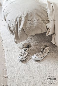 made with lots of passion* - beachhouse interior design: Carde Reimerdes photo: Paulina Arcklin Hygge, Rug Texture, Converse, Calming Colors, Textiles, Neutral Colour Palette, Home Textile, Taupe, Fashion Photography