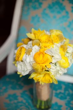 style me pretty - real wedding - usa - oregon - portland wedding - bridal bouquet