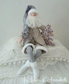 Décoration Père Noël inspiration Tilda Shabby Chic gris , blanc et parme : Accessoires de maison par leslubiesdannabelle