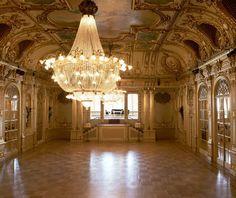 We love this grande setting! Dreeeeeam wedding venue :)  Grand Hotel Stockholm