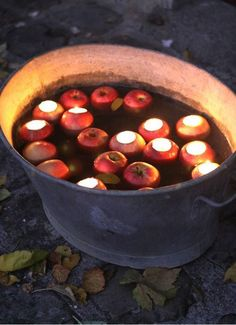 Apple Votive DIY - so pretty, halloween, fall, yule tide season, bobbing for apples Casa Halloween, Halloween Designs, Halloween Party, Halloween Garden Ideas, Classy Halloween Wedding, Samhain Halloween, Halloween Costumes, Pretty Halloween, Halloween Candles