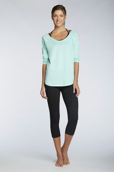 Take to the streets in this slimming silhouette. There's nothing better than the fan favorite Salar Capri and Sevan Sports Bra. The Palisades Long Sleeve Tee is the perfect extra touch.    Entrechat - Fabletics