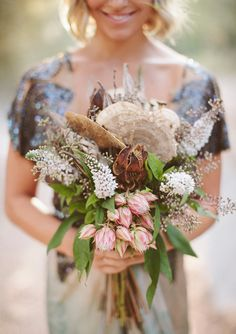 What is special about a woodland wedding is that you are trying to create a real forest atmosphere, a natural or a fairy tale one. That's why every detail including your wedding bouquet is to remind of it, so have a look at different leaves. Forest Wedding, Boho Wedding, Floral Wedding, Fall Wedding, Rustic Wedding, Wedding Flowers, Dream Wedding, Wedding Ideas, Bouquet Wedding