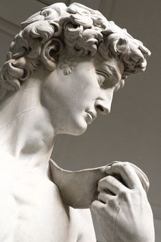 David by Michelangelo, at the Galleria Dell´Accademia, Florence, Italy. Roman Sculpture, Sculpture Art, Michelangelo Sculpture, Tattoo Sketch, Sculpture Romaine, Greek Statues, Italian Statues, Ancient Greek Sculpture, Greek Art