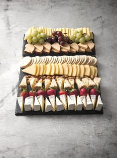 A favourite all year round Serves people Platter Includes: Tasty Cheese Dutch Smoked Cheese Dutch Edam Cheese Apricot & Almond Fruit Cheese Brie Cheese Pl Snacks Für Party, Appetizers For Party, Appetizer Recipes, Bridal Shower Appetizers, Dinner Party Recipes, Brunch Party, Thanksgiving Appetizers, Christmas Appetizers, Fruit Snacks