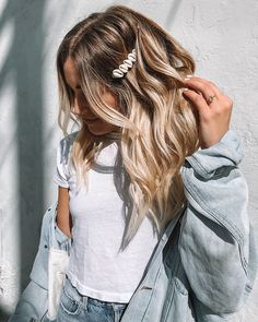 Hair clips 698761698419521290 - Gorgeous Mermaid Vibes Hairstyles Trends for 2019 Mermaid Hairstyle Ideas Source by Clip Hairstyles, Trendy Hairstyles, Mermaid Hairstyles, Hairstyle Ideas, Gorgeous Hairstyles, Pelo Midi, Hair Barrettes, Hair Day, Hair Trends