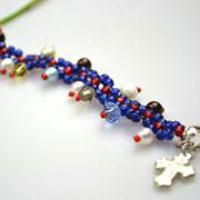 How to Crochet a Multi Colored Beaded Bracelet with Easy Steps