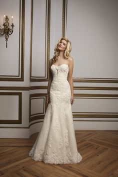 Style 8811. 2016 Justin Alexander collection #weddingdress #strapless #lace