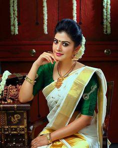 35 Gorgeous Kerala Saree Blouse Designs to try this year Onam Saree, Kasavu Saree, Tamil Saree, Kerala Saree Blouse Designs, Saree Blouse Patterns, Sari Design, Design Art, Beautiful Saree, Beautiful Indian Actress