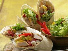 Tortila plněná kuřecím masem Mexican Food Recipes, Healthy Recipes, Ethnic Recipes, Pita, Russian Recipes, Poultry, Cooking Tips, Hamburger, Tacos