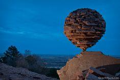 【重力接着】「にわかには信じられん」はこのためにある言葉。石が奇跡のバランスで、あり得ない風景を作り出している http://japan.digitaldj-network.com/articles/27060.html