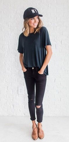 summer outfits Basic Black Tee + Ripped Skinny Jeans + Camel Leather Pumps