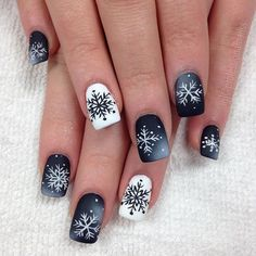 Latest No Cost Fall Nail Art wedding Thoughts Supply older glitters a new fall-perfect update by having an uber really fall leaf inside dazzling r Winter Nail Art, Winter Nail Designs, Christmas Nail Designs, Colorful Nail Designs, Christmas Nail Art, Winter Nails, Nail Art Designs, Summer Nails, Christmas Tree