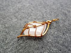 PRETTY LEAF pendant - copper wire combined pink quartz - copper jewelry - wire jewelry
