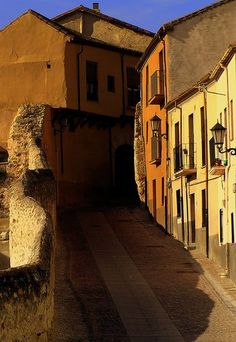 Nice narrow steepy street   Zamora