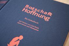 Bootschafft Hoffnung: Ein #Unikatbuch mit Werken von #GertKoch sowie #Aphorismen und #Weisheiten zu den Themen #Sklaverei #Vertreibung und #Flucht Tech Companies, Company Logo, Logos, Communication, True Words, Logo