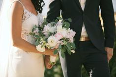 Gorgeous pale bridal bouquet by Sunya's Flowers - Anna Kim Photography