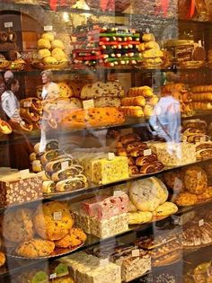 Bakery in Assisi, Italy sweets travel italy places bakery desserts baked goods food Been there just recently. Assisi so beautiful Tante Emma Laden, Boutique Patisserie, Pastry Shop, Italian Style, Gelato, Italy Travel, Italy Trip, Tuscany, Umbria Italy