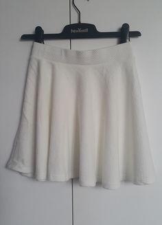 Kup mój przedmiot na #vintedpl http://www.vinted.pl/damska-odziez/spodnice/13831458-nowa-spodnica-spodniczka-mini-bershka-roz-36-s-ecru
