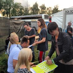 adventureofficial During the poster signing with Thirty Seconds to Mars #rockforpeople #30secondstomars