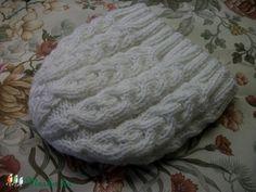 Fehér gyapjútartalmú fonalból kötött, nagyon meleg sapka (AnniMari) - Meska.hu