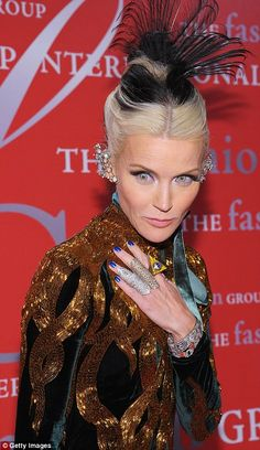Daphne Guinness Photos - Daphne Guinness attends the Fashion Group International's annual Night of Stars at Cipriani Wall Street on October 2011 in New York City. - Fashion Group International's Annual Night Of Stars Fashion Group, World Of Fashion, Love Fashion, Fashion Models, Daphne Guinness, Isabella Blow, Evelyn Nesbit, Helen Bonham, Bathing Beauties