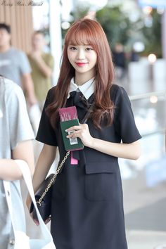 180904 IZ*ONE Chaewon at ICN Airport (Incheon National Airport) on their way to Japan Kpop Girl Groups, Kpop Girls, Ulzzang, Japanese Girl Group, Kim Min, Airport Style, Girl Pictures, Korean Girl, Yuri