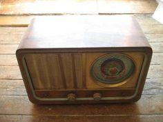 Radio de valvulas antigua  - Conservacion:  usada, tecnicamente operativa  - Caracter ..  http://leon-city.evisos.es/radio-de-valvulas-antigua-id-206030