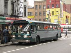 General Motors First 102 in m)-wide transit buses in New York City. General Motors, Metropolitan Transportation Authority, New York City Pictures, Bus City, It Happened One Night, New York Subway, Cab Over, Heavy Duty Trucks, Busse