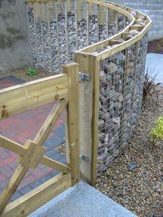 Can not you see your garden fence anymore? A beautiful garden needs a nice fence - Zaun - Garten Design Backyard Privacy, Backyard Fences, Backyard Landscaping, Fence Garden, Landscaping Ideas, Pool Fence, Garden Pallet, Diy Pallet, Cheap Garden Fencing
