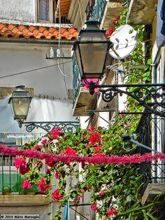 Mário Marzagão alfacinha: Candeeiros de Lisboa - Rua da Adiça. Light Of The World, Lisbon, Portuguese, Places To Go, Europe, Architecture, Trips, Earth, Dreams