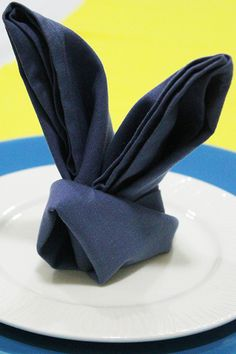 Napkin folding Easter bunny