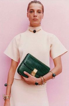 Céline (Phoebe Philo). Everything here is beautiful but the bag is stunning. Green croc with gold hardware. TDF. Daria Werbowy, Juergen Teller, Looks Style, Looks Cool, Celine Campaign, Moda Fashion, Womens Fashion, Fashion 2017, Phoebe Philo