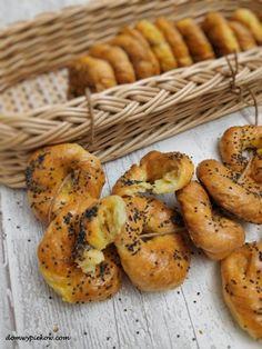 Obwarzanki śmietankowe Dessert Recipes, Desserts, Bagel, Bread, Food, Tailgate Desserts, Deserts, Brot, Essen