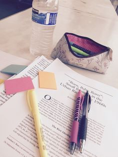 Find images and videos about school, study и pen on we heart it - the app t School Supplies Organization, College Organization, Diy School Supplies, College Supplies, College Note Taking, School Supplies Highschool, Lunch Boxe, Bubble, College Fun