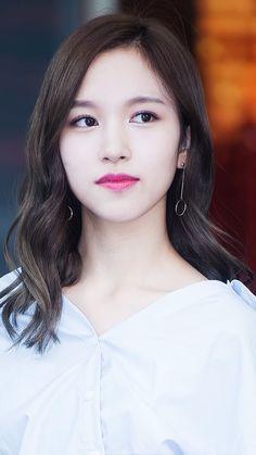 Twice Mina is so beautiful . And have good voice . Nayeon, Kpop Girl Groups, Korean Girl Groups, Kpop Girls, Warner Music, Sana Momo, Chaeyoung Twice, Twice Kpop, Myoui Mina