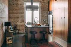 This modern kitchen is not only gorgeous (hello, exposed brick!) but full of thoughtful amenities for Airbnb guests to use during their stay.