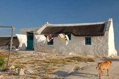South African Homes, African House, South African Artists, Fishermans Cottage, Cottage Art, Guache, Cool Landscapes, Beach Cottages, Beach House Decor
