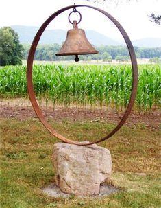Metal yard art - George's bell on rock installatio - Amenagement Jardin Recup Garden Crafts, Garden Projects, Garden Art, Art Projects, Garden Beds, Flea Market Gardening, Metal Yard Art, Metal Tree, Rustic Gardens