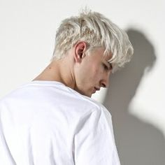 Dylan Cobden a total mystery and private person other than being a total millionaire and lone wolf type. almost 19 already a powerful and charming tycoon. Ivan Bubalo, Hair Inspo, Hair Inspiration, White Hair Men, Boys Colored Hair, Fringe Haircut, Men Hair Color, Haircuts For Men, Pretty People