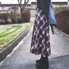 A tutorial to making your own plaid maxi skirt, Made up on a half circle skirt with a full frontal button closure.
