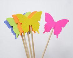 Artículos similares a 24 Hot Pink Blue Royal Butterfly Party Picks, Cupcake Toppers, Food Picks, Toothpicks, Drink Picks - No824 en Etsy