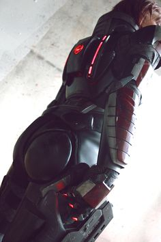 Mass Effect Commander Shepard cosplay by Freya Willia. Shepard Mass Effect, Mass Effect 1, Mass Effect Universe, N7 Armor, Mass Effect Cosplay, Kaidan Alenko, Armadura Cosplay, Miranda Lawson, Commander Shepard