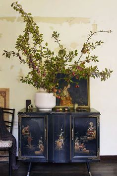 Canto do Feng Shui by Cristina Ventura: Cantos com Feng Shui Chinese Cabinet, Design Sponge, Decor, Asian Decor, Painted Furniture, House Design, Decor Inspiration, Chinoiserie, Beautiful Homes