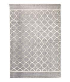 Grau. Großer Webteppich aus Baumwolle mit Musterdruck auf der Oberseite.