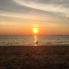 Of all the places I've visited on my travels, Koh Chang definitely does the best sunsets #travelblogger #travelblog #thailand • • • • • • #girlsloveadventure #travelgirl #wearetravelgirls #ladiesgoneglobal #sheisnotlost #darlingescapes #dametraveler #girl - Tap the link to see the newly released survival and traveling gear for all types of travelers! :D #TRAVELARSENAL