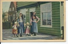 Marken twee vrouwen met een jongetje en een meisje